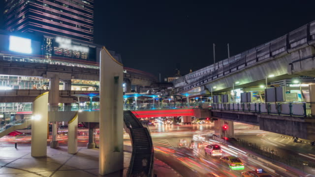 time lapse, traffic with cityscape at downtown bangkok. - mckyartstudio stock videos and b-roll footage
