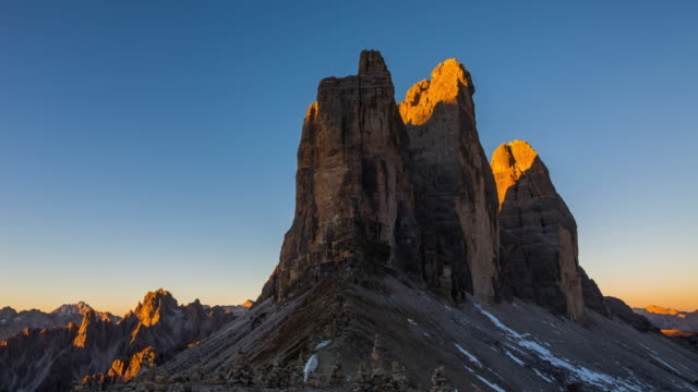 time lapse: tre cime di lavaredo (dolomites - italy) - dawn to day - tre cimo di lavaredo stock videos & royalty-free footage