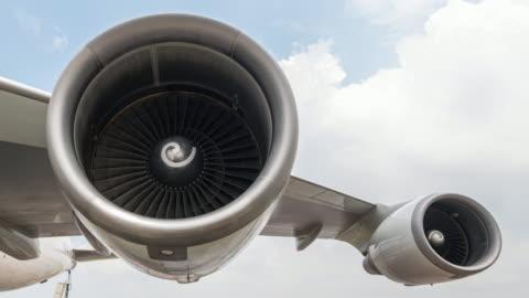 vídeos y material grabado en eventos de stock de motor de turbina de lapso de tiempo con cielo nublado - motor eléctrico