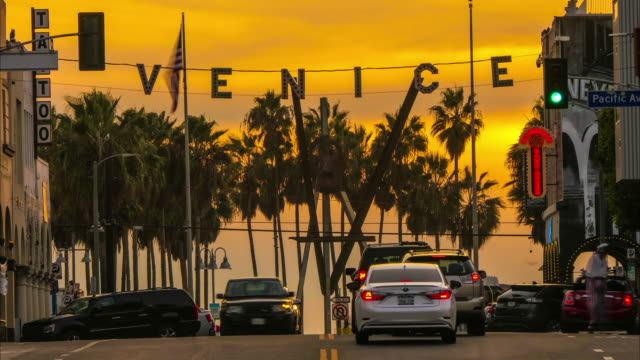 time lapse venice beach windward pacific intersection with venice sign at suset with golden sky - venice beach stock videos & royalty-free footage