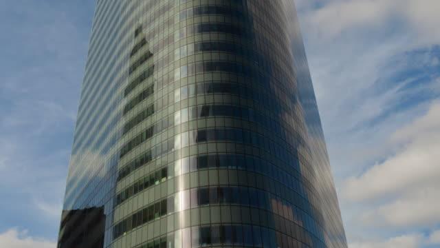 Time lapse vertical pan of office building in La Defense - Paris