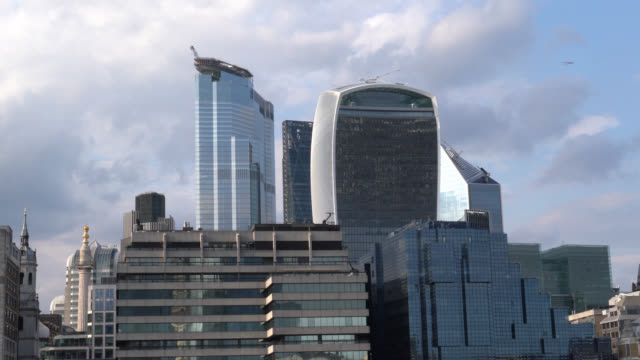 uhd time lapse video of cityscape of financial district of london, uk - selimaksan stock-videos und b-roll-filmmaterial