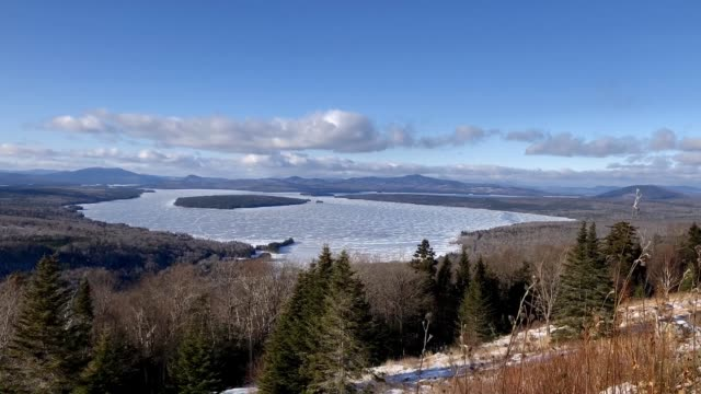 stockvideo's en b-roll-footage met time lapse video of clouds blowing over lake mooselookmeguntic near rangeley, maine usa - wildernis