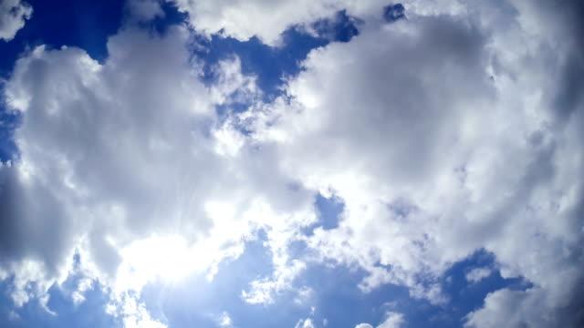 vidéos et rushes de time lapse de nuages en mouvement rapide - procédé croisé