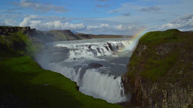 zeitraffer video von landschaft szene im gullfoss-wasserfall, island - snäfellsnes stock-videos und b-roll-filmmaterial