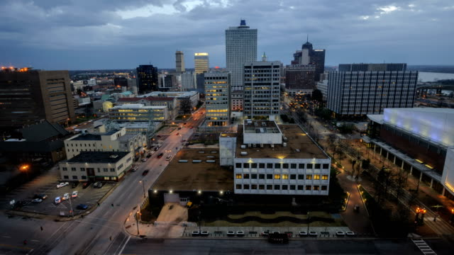 time lapse video of memphis skyline, tennessee, usa - memphis tennessee stock-videos und b-roll-filmmaterial