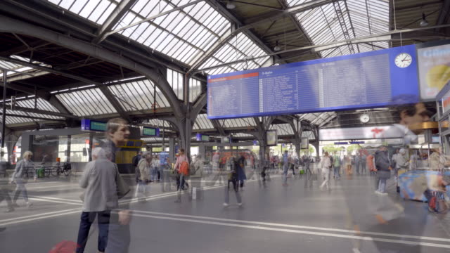 zeit lapse-video vom hauptbahnhof zürich - bahnhof stock-videos und b-roll-filmmaterial