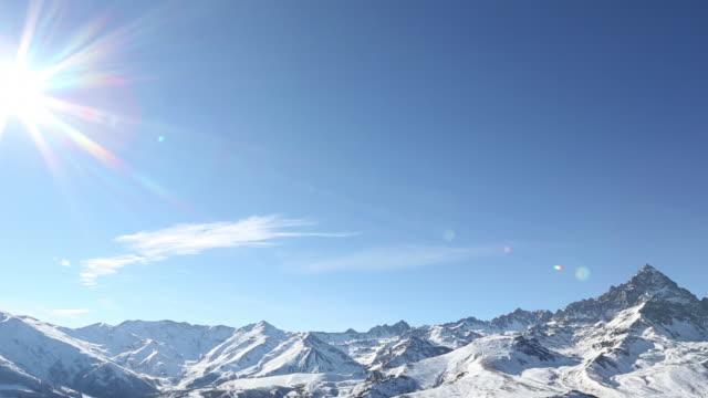 time lapse view as clouds drift by snowy mountains - fast kamera bildbanksvideor och videomaterial från bakom kulisserna