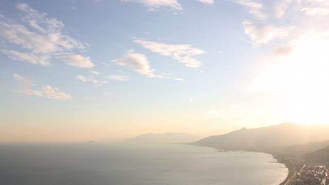 vidéos et rushes de time lapse view as clouds drift overhead shining sea, evening - horizon