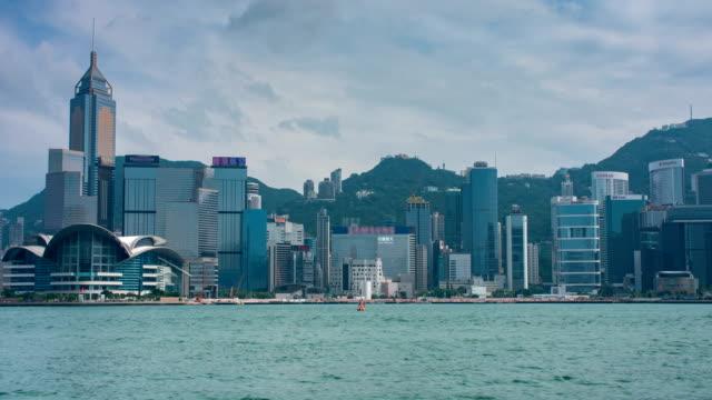 4k zeitraffer: blick vom victoria harbour, hongkong - dschunke stock-videos und b-roll-filmmaterial