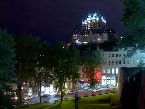 vídeos y material grabado en eventos de stock de time lapse view of chateau frontenac from lower town of quebec city at night - hotel chateau frontenac