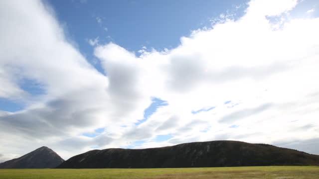 遠い山々 に漂う雲の時間経過表示