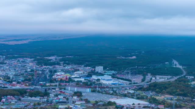 vidéos et rushes de 4 k time lapse: vue de ville mt fuji et fujiyoshida au crépuscule - préfecture de yamanashi