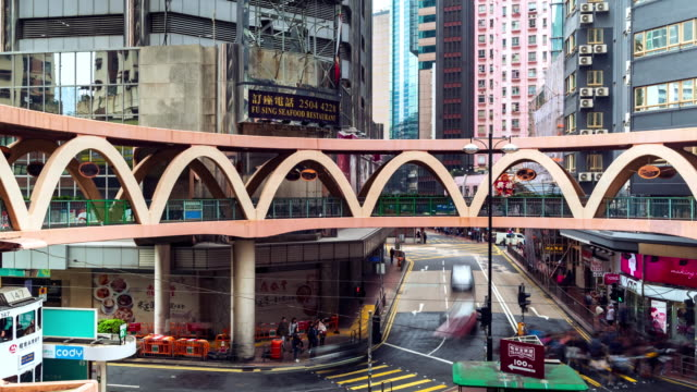vídeos de stock e filmes b-roll de 4k time lapse : view of people on the streets hong kong city at causeway bay in hong kong,traffic in hong kong is a major financial hub in the asia region,transportation - espaço vazio