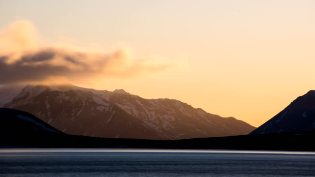 time lapse view of snowcapped mountain in iceland - snäfellsnes stock-videos und b-roll-filmmaterial