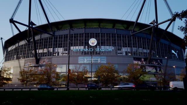 stockvideo's en b-roll-footage met a time lapse view of the etihad stadium before the premier league match between manchester city and southampton at the etihad stadium on october 29... - southampton engeland
