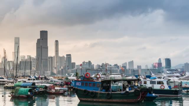 タイムラプス:香港の日没時のワンチャイフェリー桟橋 - セントラルプラザ点の映像素材/bロール