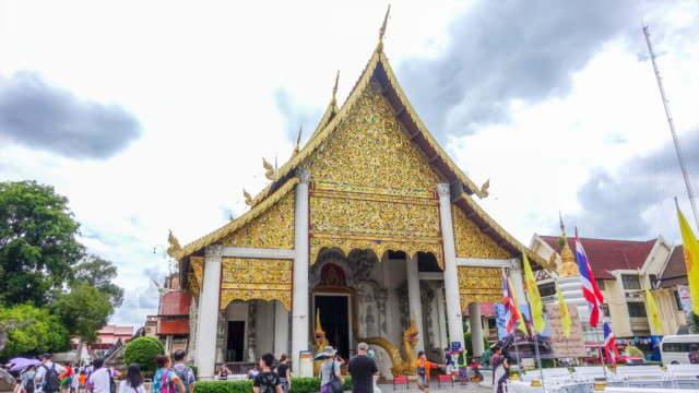 time lapse : wat chedi luang temple in chiang mai thailand. - chiang mai city stock videos and b-roll footage