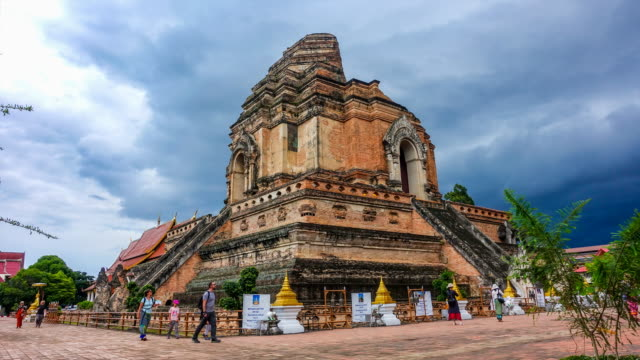 time lapse : wat chedi luang temple in chiang mai thailand. - chiang mai province stock videos & royalty-free footage