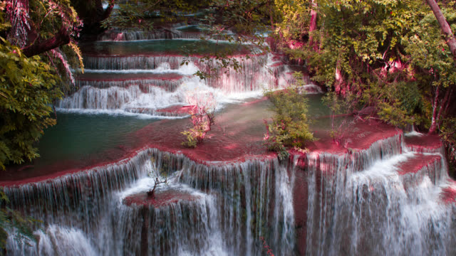 vídeos de stock, filmes e b-roll de lapso de tempo de 4k: água parada de cachoeira na tailândia, huay ou huai mae khamin. - panning