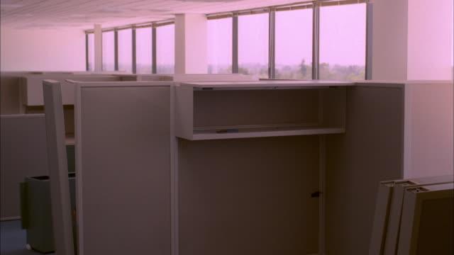 vídeos y material grabado en eventos de stock de time lapse workers taking apart cubicles and stacking panels in office - cambio de oficina
