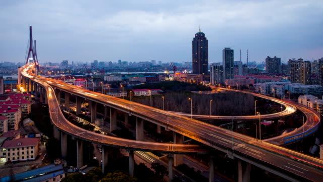Temps qui passe-Pont de Yangpu du jour à la nuit