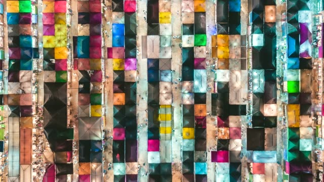 vidéos et rushes de 4k time lapse zoom out : aerial top view colourful night market for shopping in bangkok, thailand. - marché établissement commercial