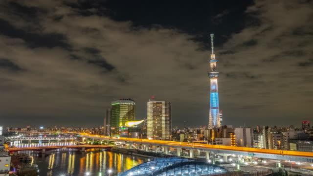 4k タイムラプス-夜の広角ビューで東京スカイツリーを縮小-浅草東京日本 - スカイツリー点の映像素材/bロール