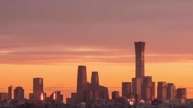 vídeos de stock e filmes b-roll de time lapse,beijing skyline at sunrise - pequim