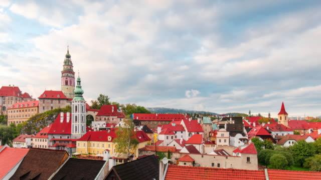 stockvideo's en b-roll-footage met tijd lapse-cityscape van cesky krumlov - tsjechische cultuur