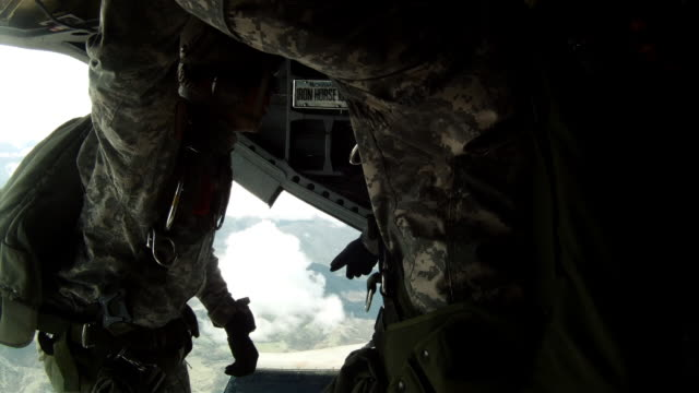 time lapsed, footage from inside a ch-47 chinook helicopter in flight. - fallschirmjäger stock-videos und b-roll-filmmaterial