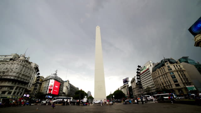 time lapse:obelisk and avenue of  de julio, buenos aires, argentina - buenos aires stock videos & royalty-free footage