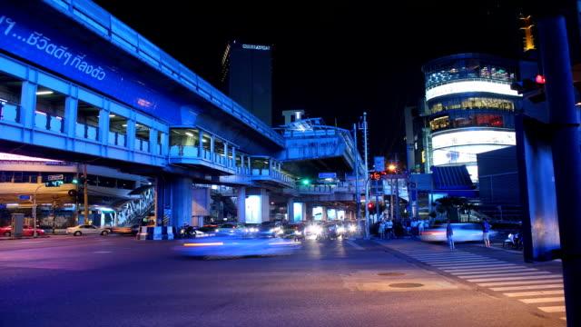 vídeos de stock e filmes b-roll de time lapse de trânsito à noite - colo