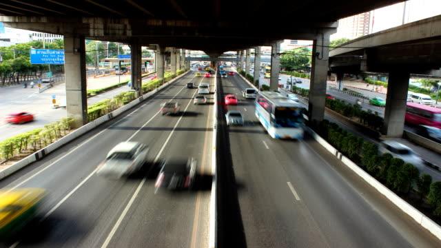 vídeos de stock e filmes b-roll de time lapse de trânsito - colo