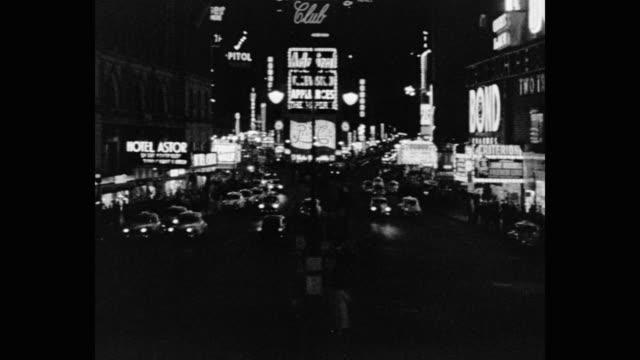 vídeos de stock, filmes e b-roll de time square at night - people - traffic - lights, new york, ny, usa - times square manhattan