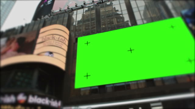 times square new york city manhattan al giorno con schermo verde - tabellone video stock e b–roll