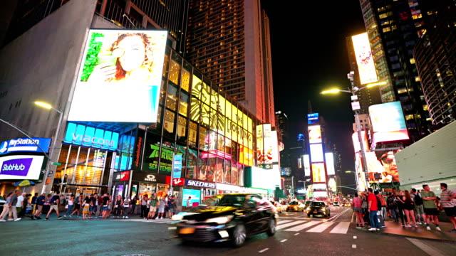 vídeos y material grabado en eventos de stock de time square. night. traffic - calle urbana