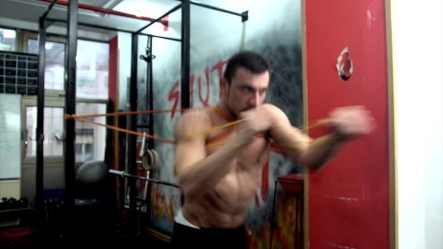 zeit zum trainieren - menschliches gelenk stock-videos und b-roll-filmmaterial