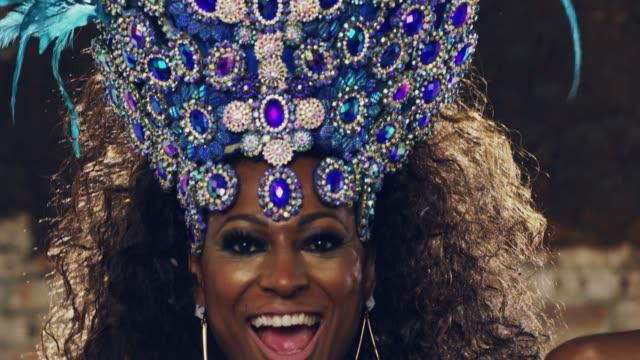 vídeos de stock e filmes b-roll de time to get festive! - carnaval evento de celebração