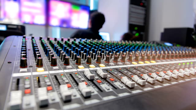 vídeos y material grabado en eventos de stock de estudio de difusión de timeapse. - freno