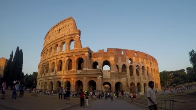vídeos y material grabado en eventos de stock de timelapes: coliseo al atardecer, roma, italia - anfiteatro