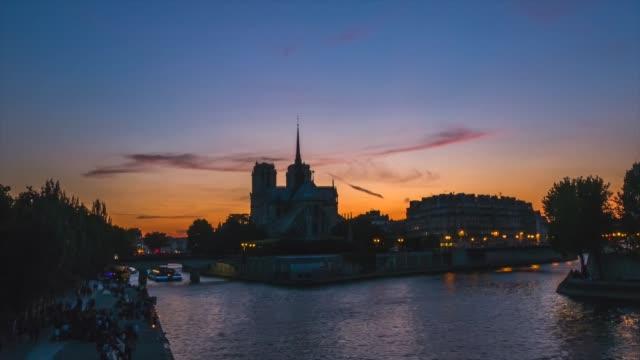 HD Timelapes : Notre Dame Cathedral at dusk