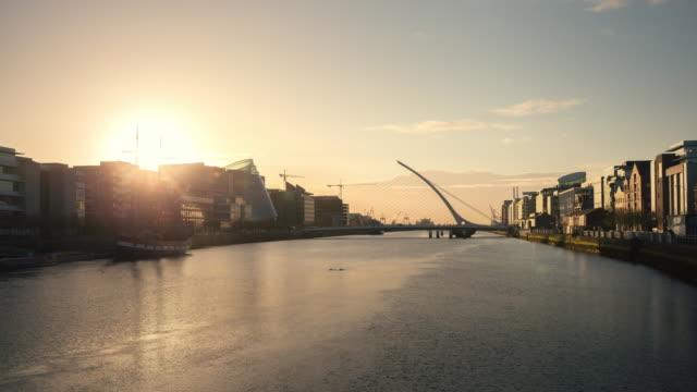 vidéos et rushes de timelaps lever du soleil à dublin, irlande - lockdown