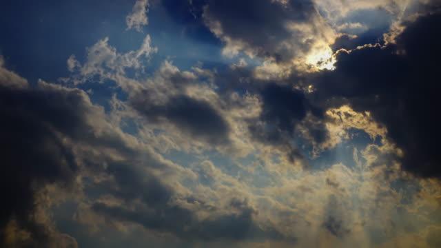 Zeitraffer 4 k, dramatische launisch Himmel