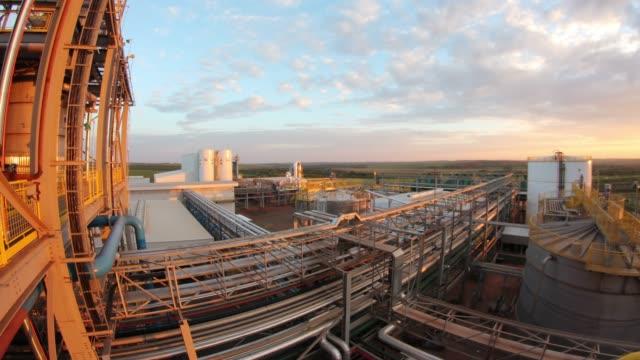 vídeos de stock, filmes e b-roll de timelapse 4k of chemical plant, sao paulo state, brazil - formato de alta definição