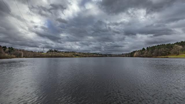 vidéos et rushes de timelapse 4k of lake and stormy sky - vincent pommeyrol