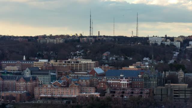 vidéos et rushes de time-lapse: aerial georgetown à washington dc usa coucher du soleil - georgetown washington dc