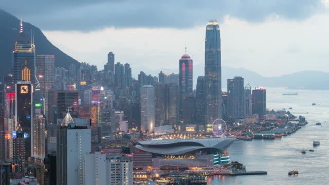 Time-lapse: Aéreo Hong Kong horizonte de paisaje urbano al atardecer