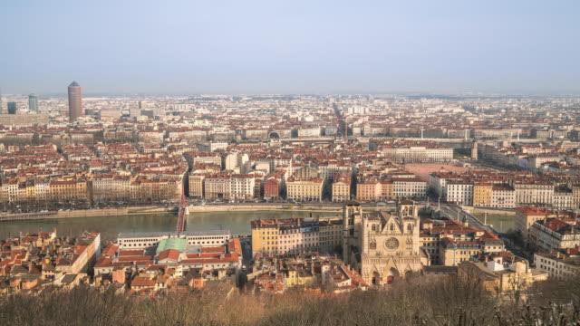 vidéos et rushes de time-lapse 4 k : vue aérienne de la ville de lyon le rhône notre-dame-fourvière - antenne individuelle