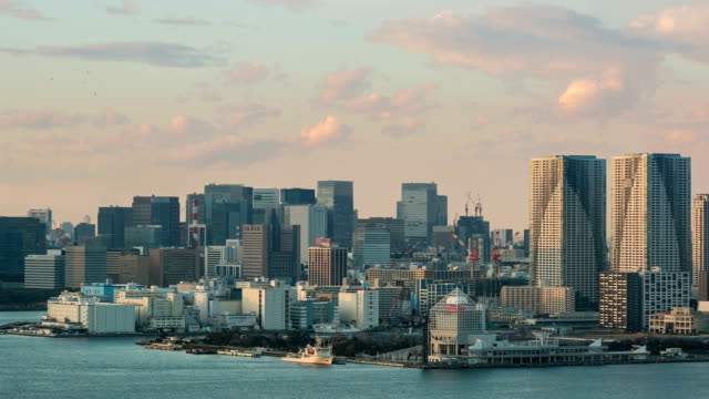 HD Time-lapse: Aerial Tokyo skyline from Odaiba at dusk